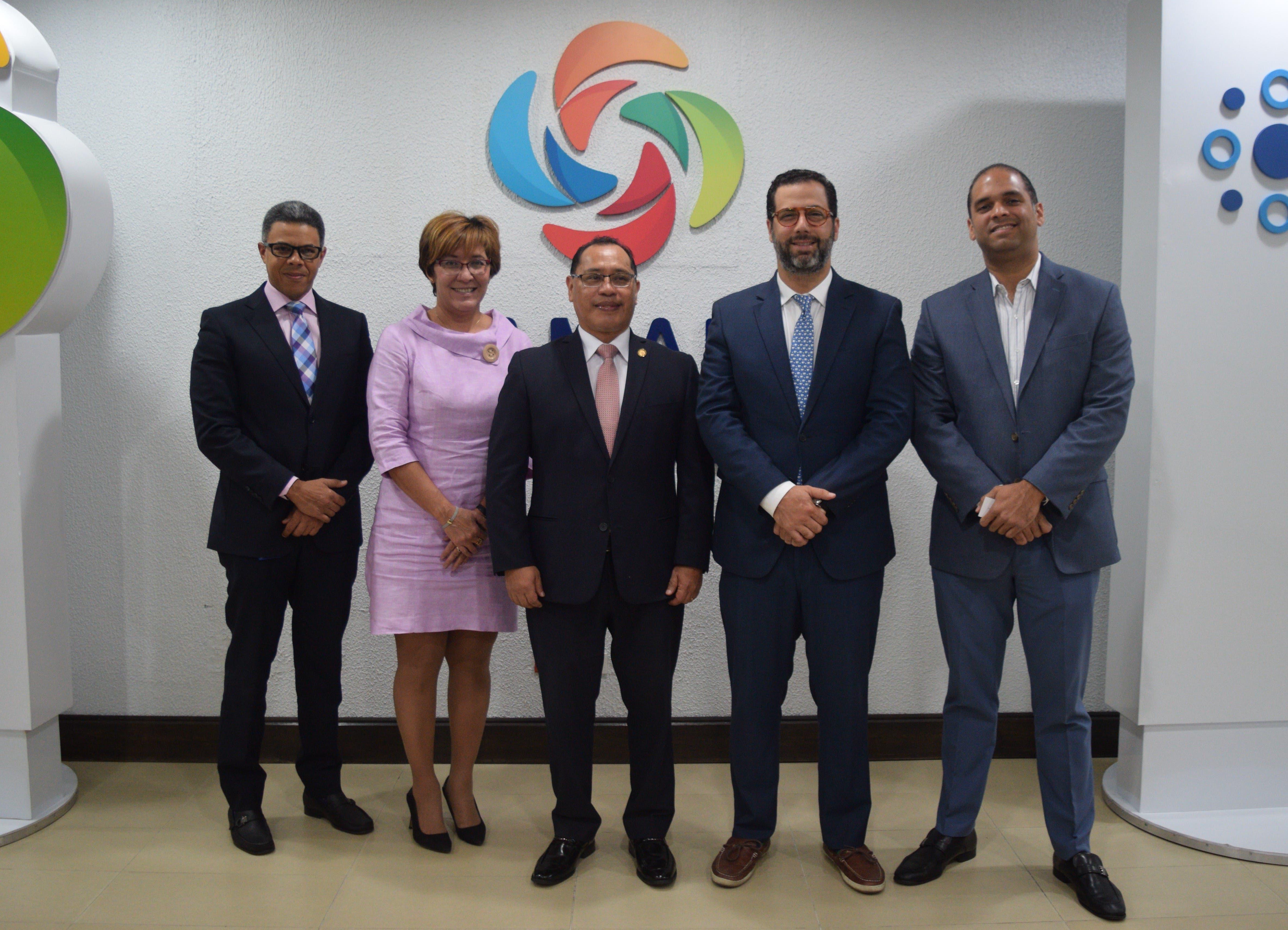 Embajadores de Guatemala y Chile realizan visita de cortesía a la Cámara de Comercio y Producción de Santo Domingo