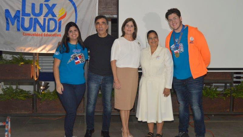 Ana Patricia Rodríguez, Abraham Dahuajer, Leonor Elmudesi de Bancalari, Sor Marisol y José René Llodrá.