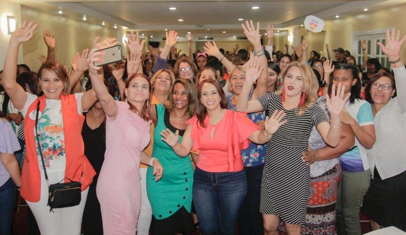 Karen Ricardo juramenta más de 300 mujeres respaldan sus aspiraciones a alcaldía SDE