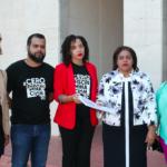 El documento lo entregaron Evelin Guerrero, Airon Fernández y Yahisa Lamis. Lo recibió Marina Hilario, directora de Equidad y Género del MINERD.