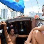 """La pareja que cruzó el Atlántico a vela con pasajeros que hacían """"barcostop"""""""