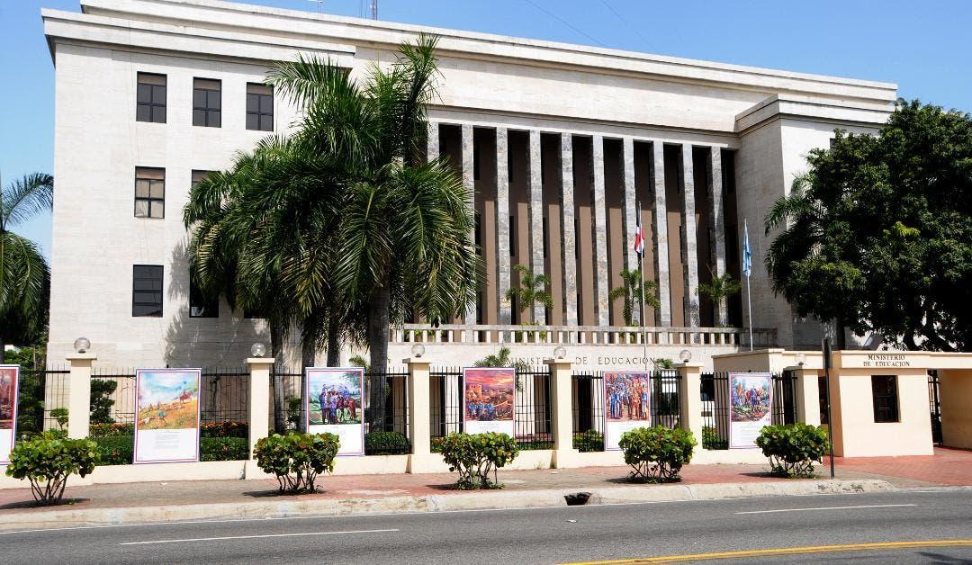 Ministerio de Educación transfiere más de 300 millones de pesos para seguir mejorando infraestructuras y servicios en escuelas