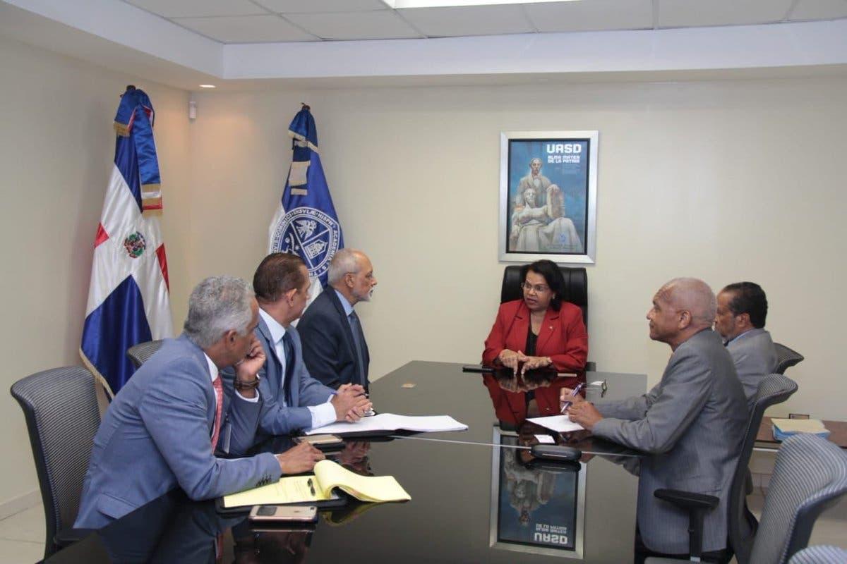 Rectora UASD recibe visita de cortesía del director de la SISALRIL