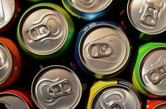 Advierten de los peligros del consumo de bebidas energéticas para la salud