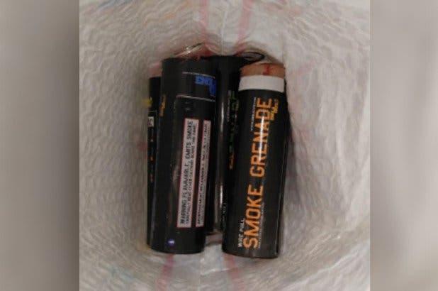 Descubren seis granadas de humo en equipaje de pasajero que intentaba volar de Nueva Jersey a República Dominicana