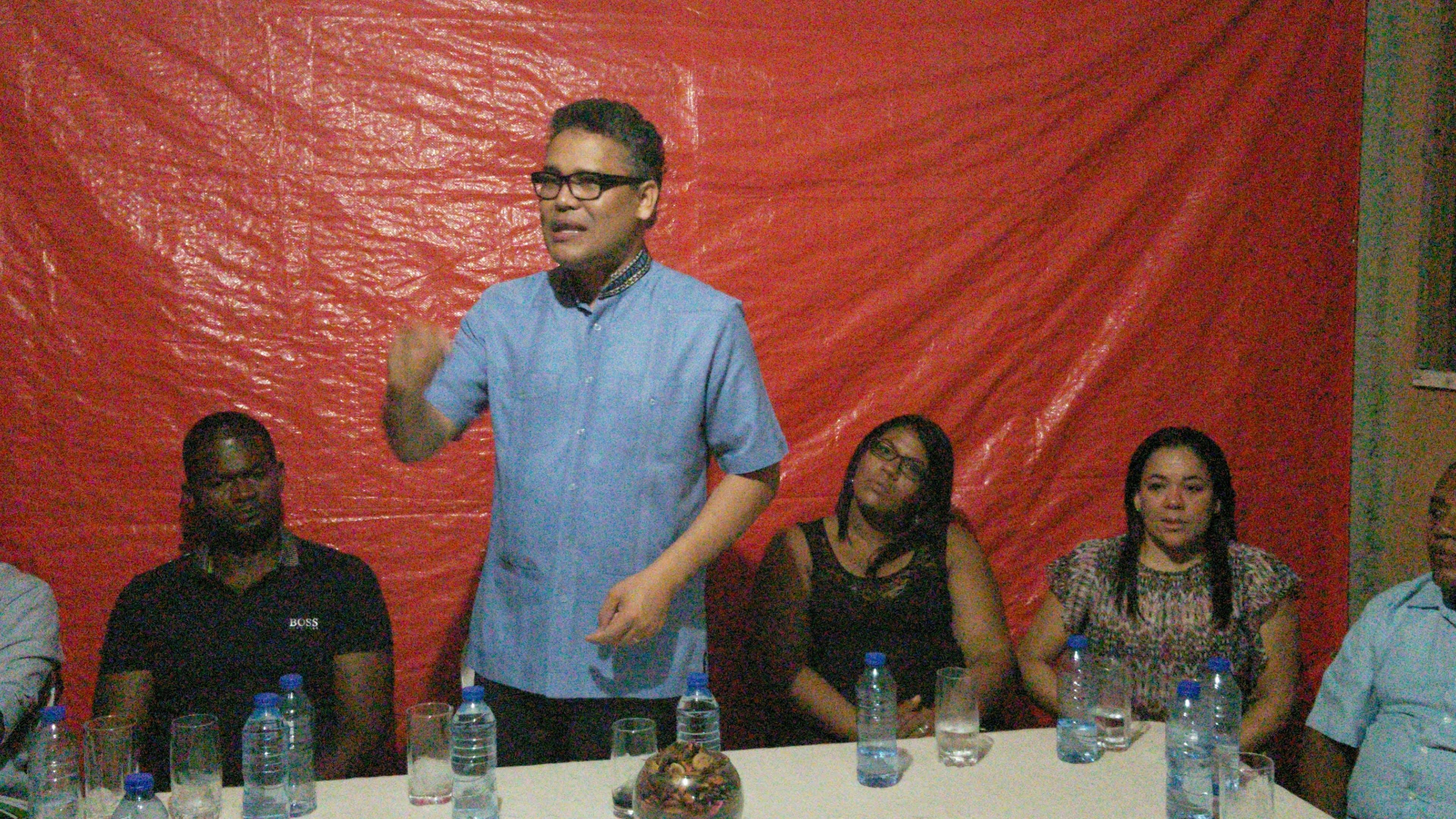 Video: Carlos Peña denuncia Leonel presiona para que no aprueben Partido Generación de Servidores