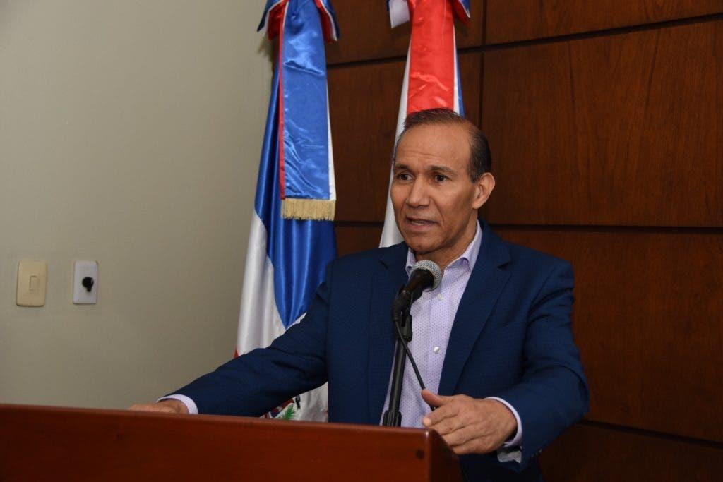 Ministro de Trabajo califica de irresponsables sindicalistas que dicen no asistirán a diálogo