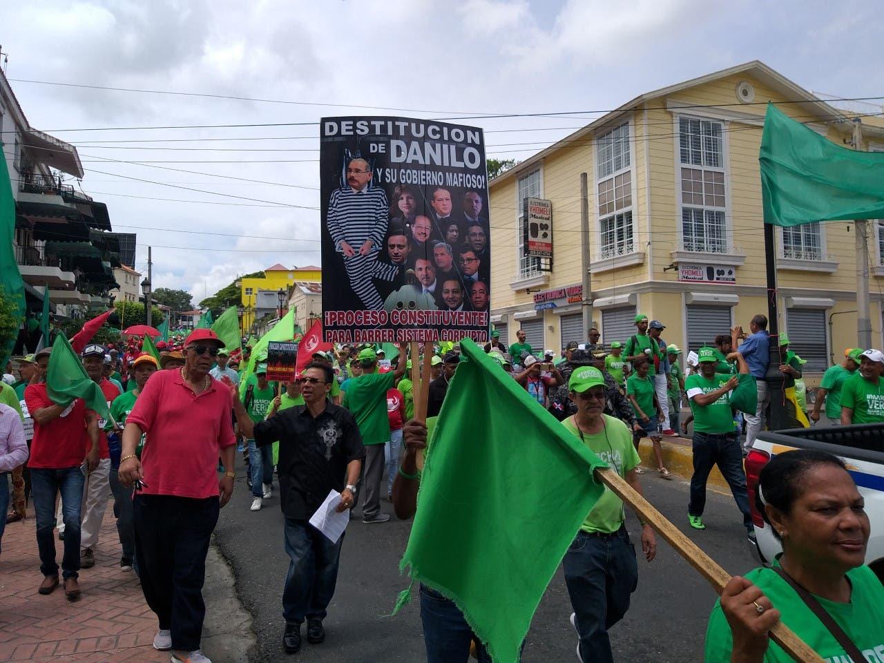 Marcha Verde se manifiesta en Santiago contra la reforma constitucional y la corrupción