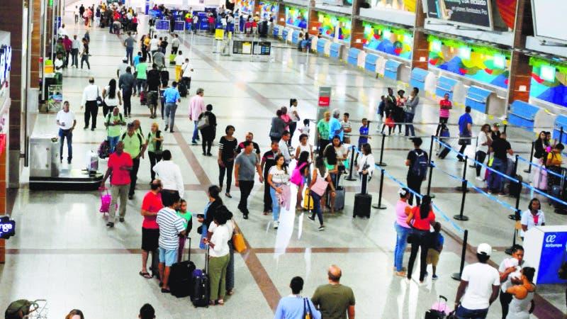 Retrasan salida de vuelo por mas de una hora en el aeropuerto internacional de las americas, al detestar municiones en un equipaje. 5-07-19 Foto: Jose Adames Arias.