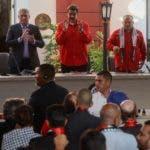 AME1677. CARACAS (VENEZUELA), 28/07/2019.- El embajador de Venezuela en Cuba Adan Chávez (i), el presidente cubano Miguel Díaz-Canel (2i), el mandatario venezolano Nicolás Maduro (c), el presidente de la Asamblea Nacional Constituyente venezolana Diosdado Cabello (2d) y Mónica Valiente participan este domingo en la clausura del Foro de Sao Paulo en Caracas (Venezuela). EFE/ Rayner Peña