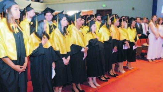 Unibe gradúa 559 nuevos profesionales