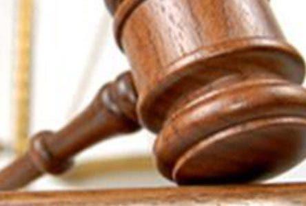 Fiscalía de Cotuí cita a profesor acusado de golpeara unapolicíaescolar que brindaba seguridad en escuela