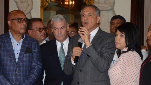 Alcaldes llevan reclamo a Palacio