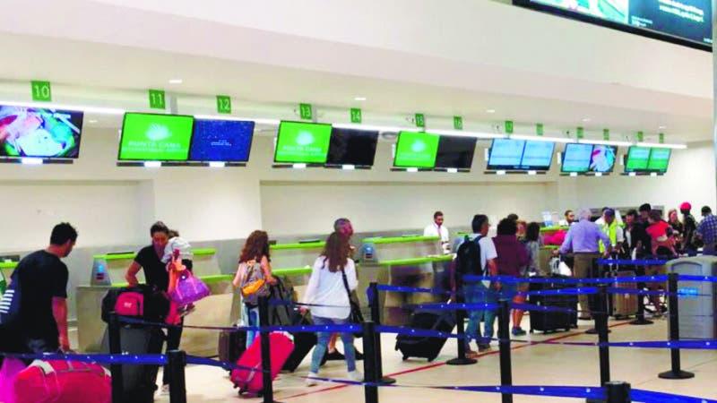 El aeropuerto de Punta Cana esta mañana recibiendo vuelos, todo normal allá. Fuente externa 07/09/2017