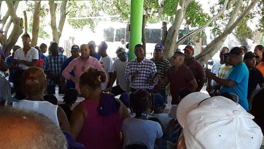 Precandidato a diputado del PLD Carlos García recibe el apoyo del alcalde Fulgencio Segura de El Peñón