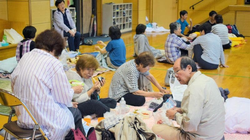 FRA10. Kagoshima (Japan), 03/07/2019.- Residents find shelter in an evacuation center in Kumamoto, Kumamoto prefecture, southwestern Japan, 03 July 2019. According to media reports, the Japan Meteorological Agency issued warnings of heavy rain that could trigger floods and mudslides in several areas of Kyushu, southwestern Japan. Authorities asked for the evacuation of about 1 million residents in Kagoshima and Miyazaki prefectures. (Inundaciones, Japón) EFE/EPA/JIJI PRESS JAPAN OUT EDITORIAL USE ONLY/ NO ARCHIVES