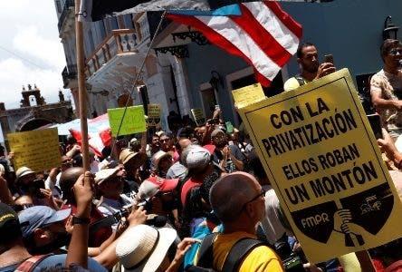 Grupos protestan y piden la renuncia de gobernador PR