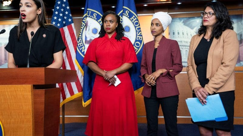Washington (United States), 15/07/2019.- Democratic Representatives Alexandria Ocasio-Cortez (L), Ayanna Pressley (C-L) Ilhan Omar (C-R) and Rashida Tlaib (R) speak about President Trump's Twitter attacks against them in the US Capitol in Washington, DC, USA, 15 July 2019. Without identifying them by name, President Trump tweeted that the minority lawmakers should 'go back' to their countries. Three of the four freshman congresswomen are natural-born US citizens. (Atentado, Estados Unidos, Alejandría) EFE/EPA/JIM LO SCALZO