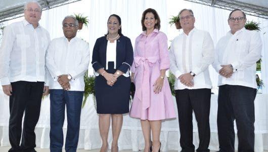 Inauguran centro médico en Santiago
