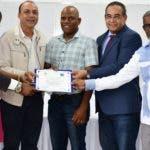Entrega de certificados del  Diplomado Manejo Responsable de Agroprotectores en Buenas Prácticas Agrícolas, organizado por Cemaagri y el IPL.