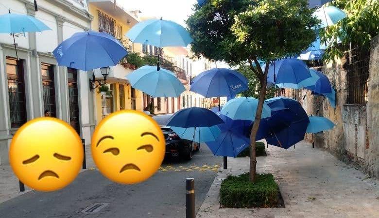 ¿Es que nada se les salva? Roban sombrillas decorativas de la calle Arzobispo Meriño en la Ciudad Colonial