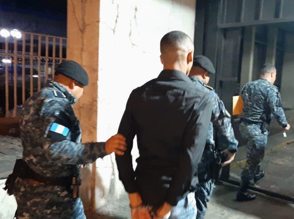 Guatemala: Arrestan a dominicano que iba con 6 pasaportes falsos a Europa