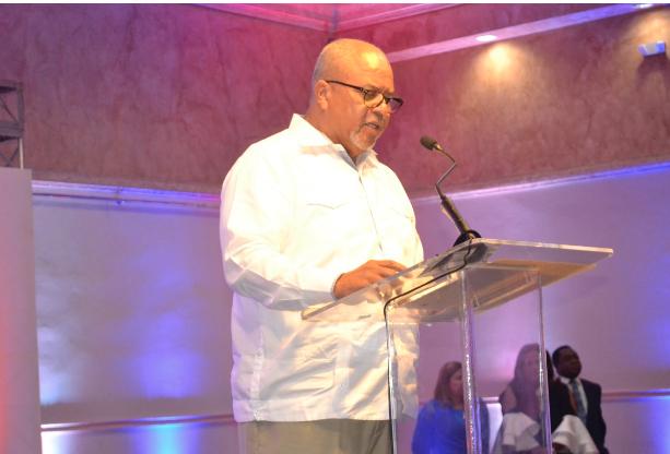 Exigen a la JCE aplique sanciones contra Gonzalo Castillo por rotular vehículos