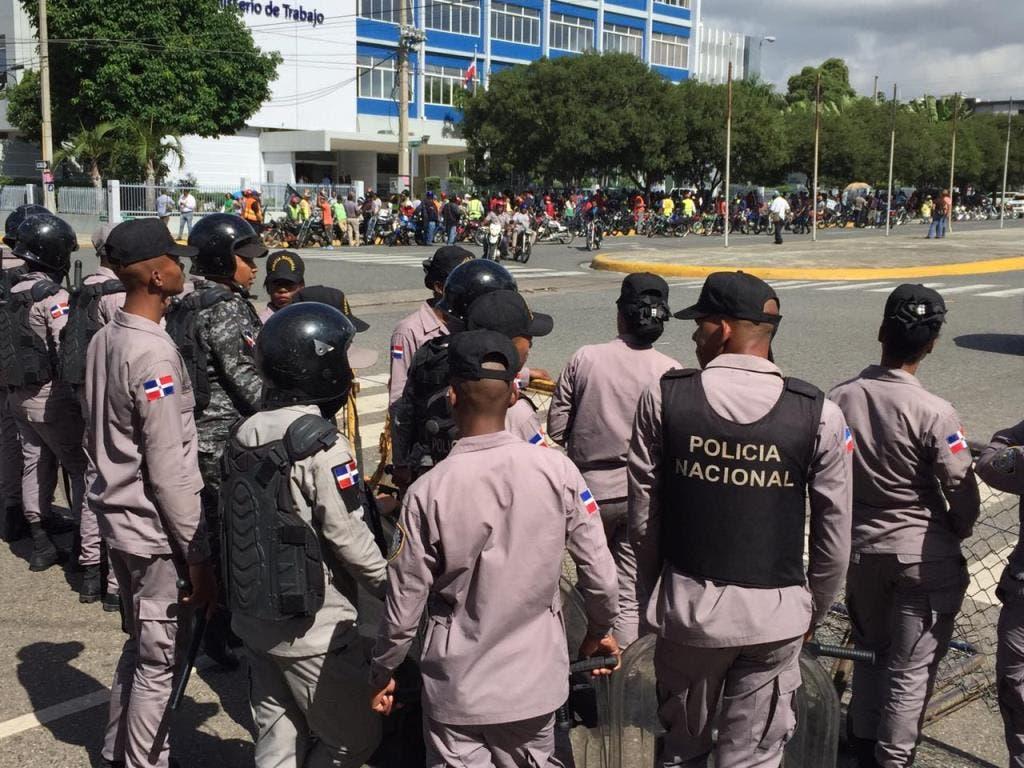 Motoristas vuelven al Congreso Nacional a protestar por posible reforma constitucional