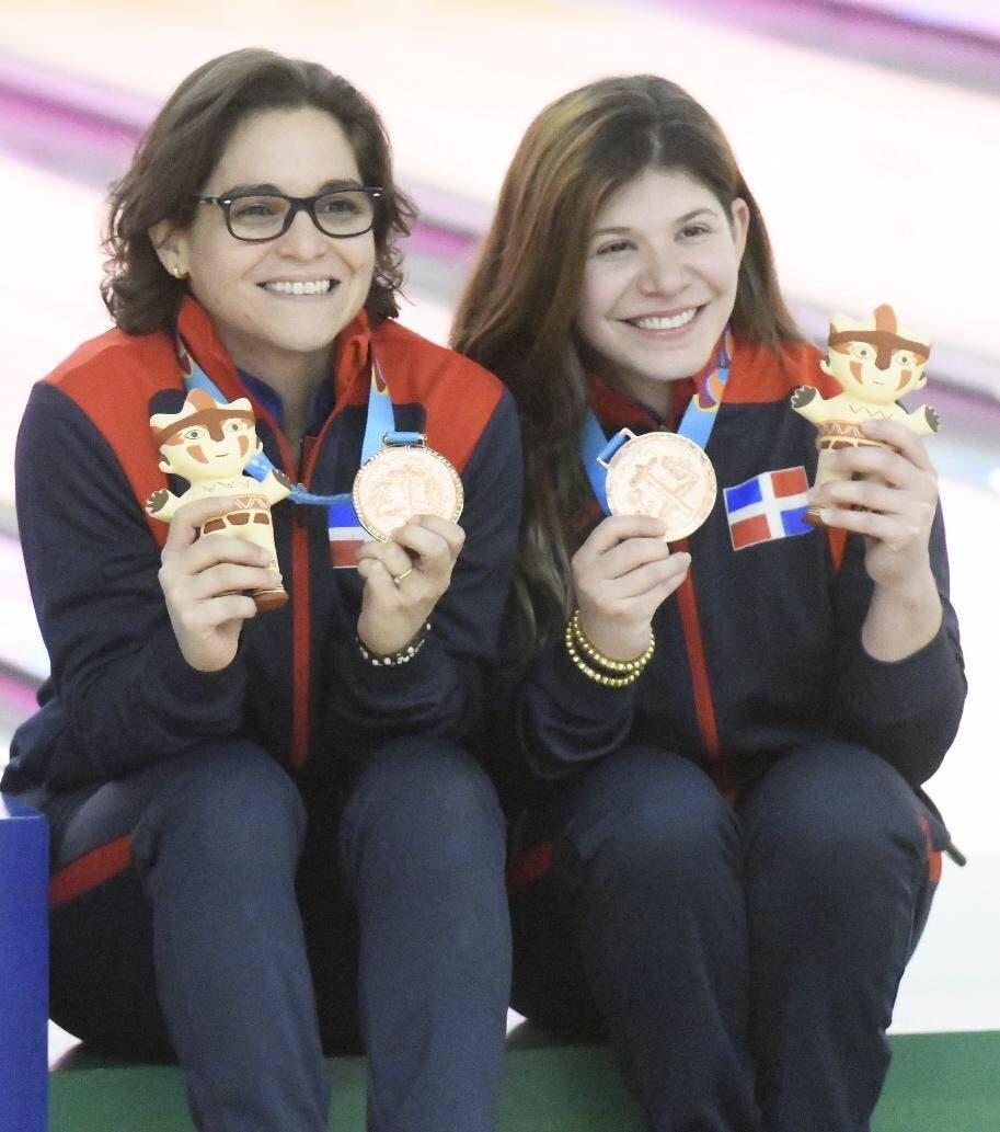 Aumí Guerra y Astrid Valiente logran primera medalla de bronce para RD en dobles femeninos boliche