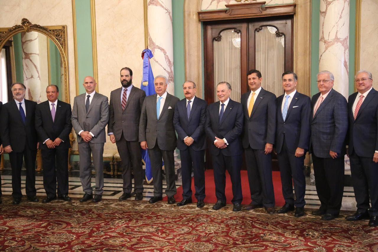 Principales empresarios del país expresan respaldo a Danilo Medina por su decisión de no repostularse