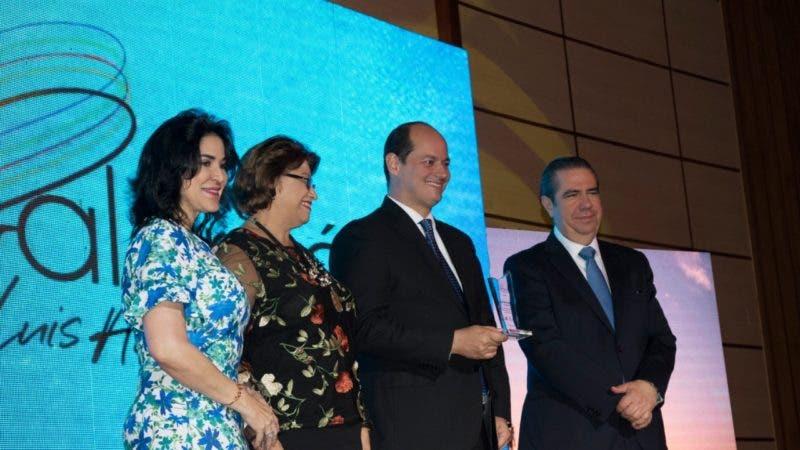 Foto 1_Amelia Reyes Mora, Dania Goris, Alejandro Cambiaso y Francisco Javier