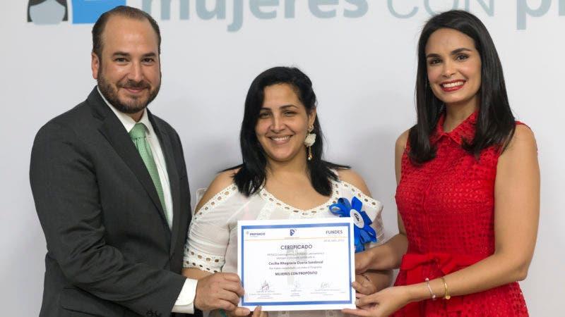Prosperanza, Pepsico y Fundes gradúa a 160 dominicanas con el objetivo de mejorar su calidad de vida