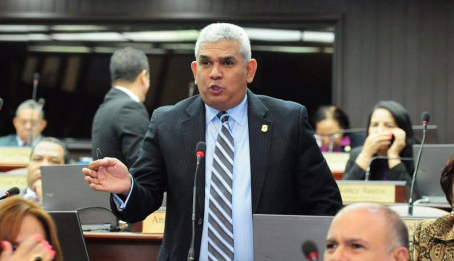 Proyecto para modificar Constitución sería introducido esta tarde al Senado; podría aprobarse «en bola de humo»