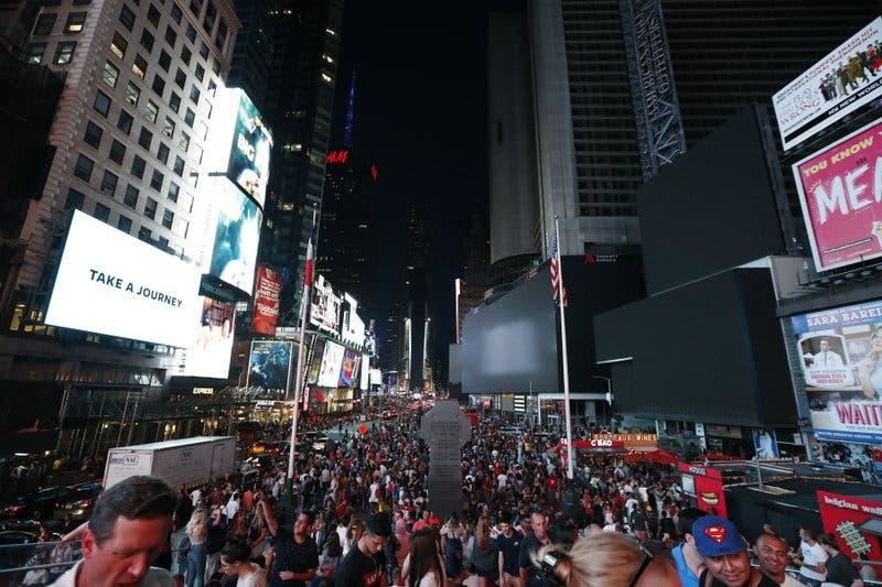 Un gran apagón en Nueva York deja a oscuras Broadway y Times Square