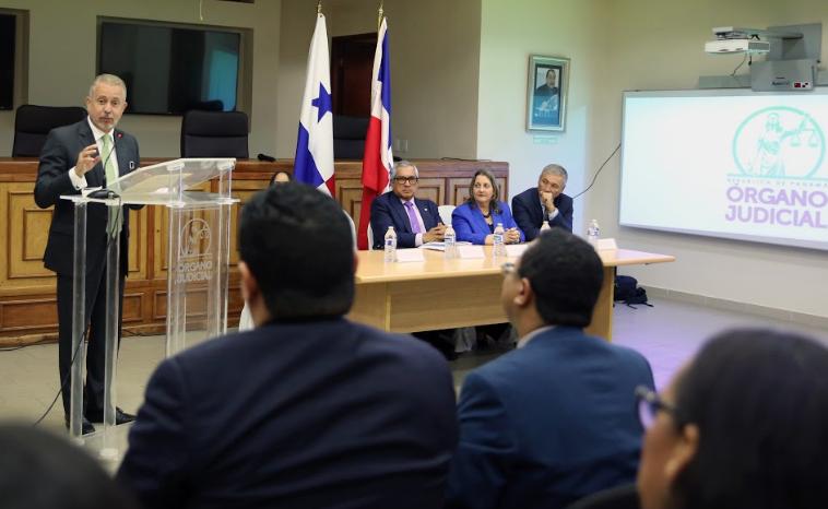 En Panamá, Corte Suprema de Justicia recibe a grupo de abogados dominicanos que realizan maestría