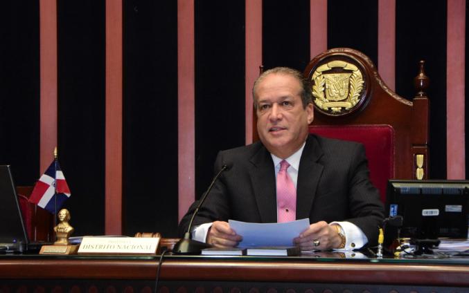 Reinaldo Pared ordena el retiro de tropas militares y policiales frente al Congreso