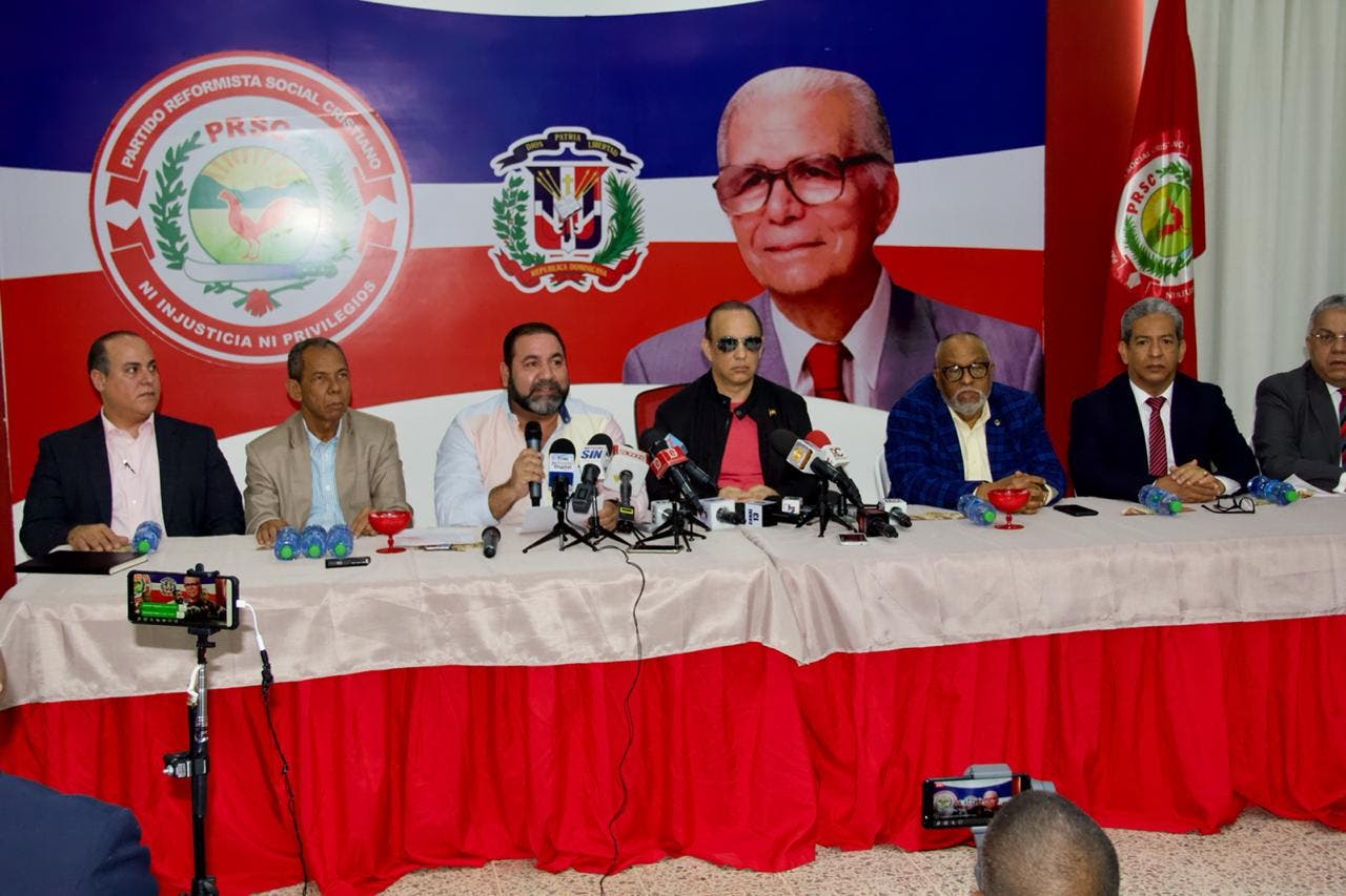 PRSC propone reforma constitucional de 11 puntos que incluye habilitación futura de Danilo Medina ¿Qué le parece?