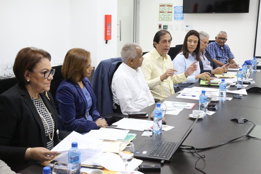 Montalvo destaca la importancia de cambios en formación y empleo  por el impacto de las nuevas tecnologías en reunión en Santiago