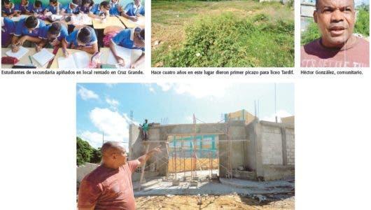 Falta de aulas en sectores de SDN impide cientos inicien año escolar