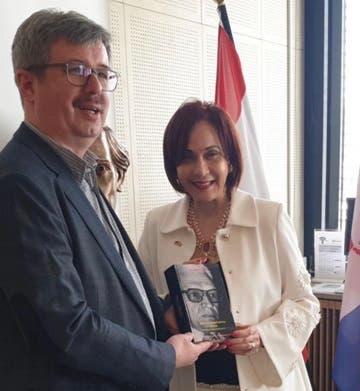 Realizan donación de libros en Alemania por aniversario de la Restauración Dominicana