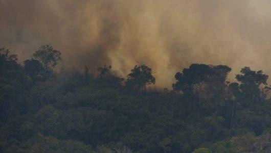 Bolsonaro envía ejército a combatir incendios en Amazonía