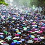 Hong Kong (China), 18/08/2019.- Protesters holding umbrellas march in an anti-government rally in Hong Kong, China, 18 August 2019. According to the organiser's estimate, 1.7 million people took part at the Victoria Park rally, although according to the police the number was much lower. Hong Kong had another weekend of protests demanding the full withdrawal of a now-suspended extradition bill as well as the appointment of a judge-led independent inquiry into police use of force on protesters since June. (Protestas) EFE/EPA/ROMAN PILIPEY