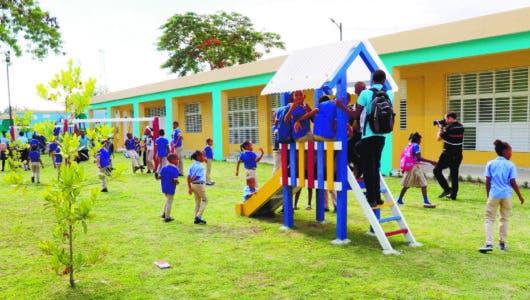 Presidente entrega escuela de  25 aulas en  Cabón, Haina