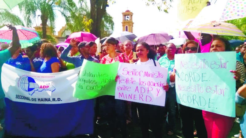 Profesores de San Cristobal protestan  por examen de la Minerd. Hoy/Fuente Externa 13/8/19