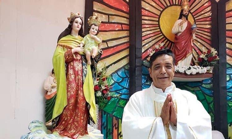 Asesinan sacerdote dentro parroquia