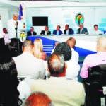 El presidente del Partido Revolucionario Dominicano Miguel Vargas juramentó este jueves a decenas de dirigentes procedentes de La Romana, Azua, Nigua y La Cuaba, en un acto celebrado en su Casa Nacional.  Hoy/Fuente Externa 22/8/19