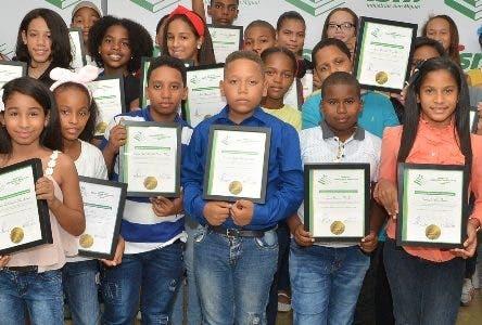 Entregan Premio a la Excelencia Educativa