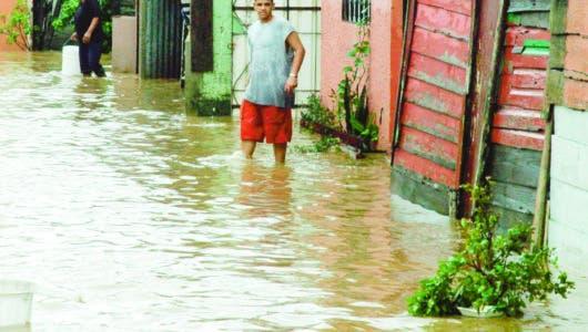 Meteorología avisa lluvias seguirán; COE declara seis provincias en alerta verde
