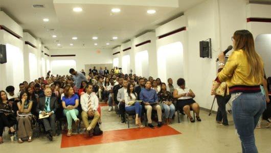 Escuela de Locución realiza congreso de comunicación