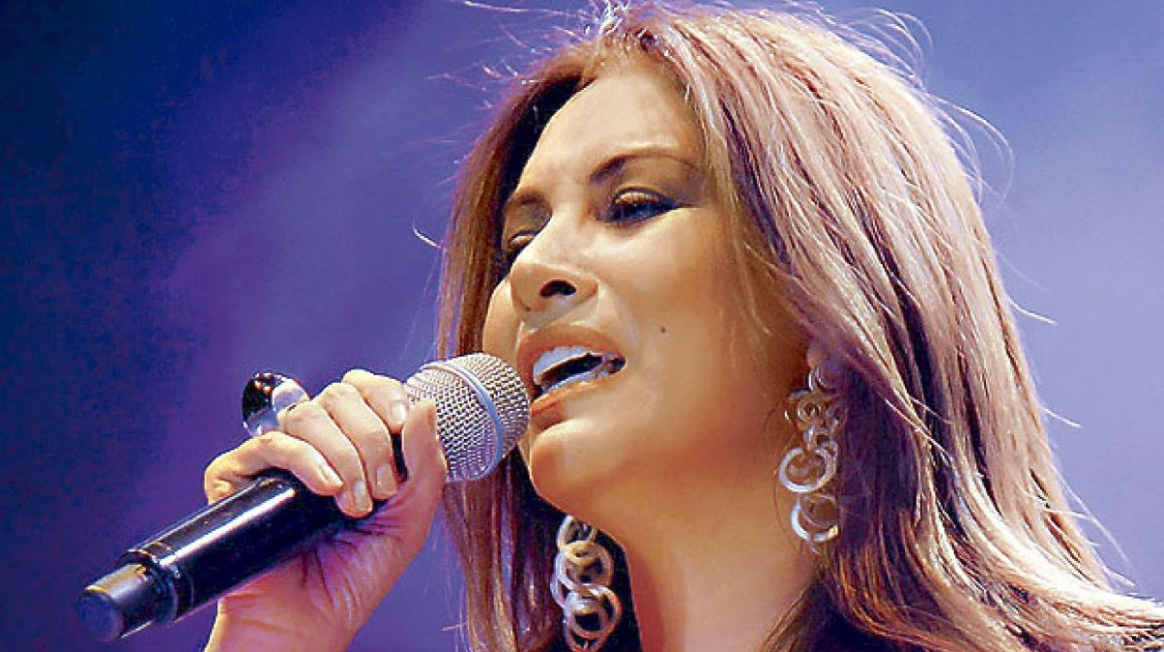 Myriam Hernández  en una noche de éxitos
